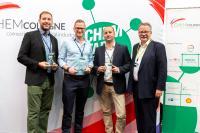 Chem Startup-Award 2019: Bastian Baumgart (2. Platz), Kristians Grundstoks (1. Platz), Pablo Outón (3. Platz) und Clemens Mittelviefhaus (Vorstandsvorsitzender ChemCologne)