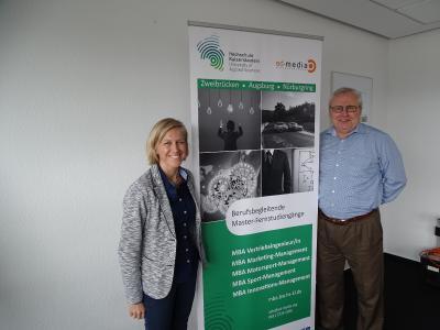 Studiengangsleiter Prof. Dr. Walter Ruda mit Frau Dr. Monika Frenger / Foto: HSKL