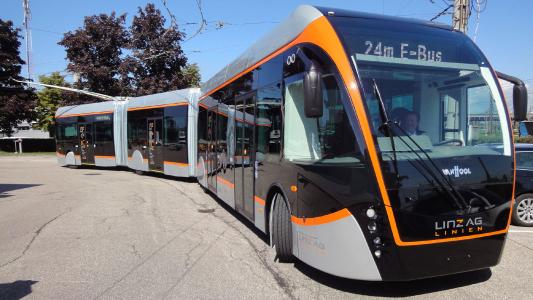LINZ AG LINIEN's EXQUI.CITY 24 T double-articulated bus I © Kiepe Electric
