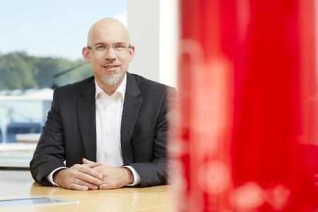 """Timm Hauschke, Director Cloud Business Master Data, erklärt: """"Die direkte Übernahme der angebotenen Komponentendaten in die Eplan Dokumentation reduziert den Projektierungsaufwand unserer Kunden."""""""