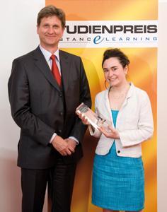 Studienpreisträgerin Rebecca Posselt mit Ingo Karsten, Geschäftsführer des ILS Institut für Lernsysteme