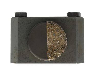 Der halb beschichtete Sensor zeigt die Effizienz der neuen Keramikbeschichtung Bild: Contrinex