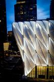 Die Fassade der ausfahrbaren Halle erhält mit transluzenten Folienkissen aus 3M Dyneon Fluoroplastic ETFE ein unverwechselbares Erscheinungsbild / Foto: 3M/ Shutterstock