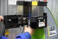 Die PGU 9500 fixiert die Spannzangen einfach und sicher mit 90 kN im powRgrip-Spannzangenhalter (Bild: Rego-Fix)