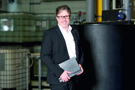 Geschäftsführer Roland Ratschiller berät Kunden weltweit in Sachen Prozesschemikalien.