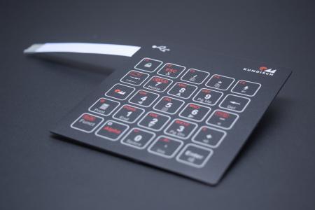 Dank Kupfer lassen sich kleinste Elektronikbauteile direkt in die Folientastatur integrieren. Das Flachbandkabel wird dadurch schmaler und ist direkt mit USB kompatibel