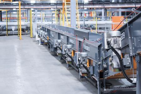 Die Frequenzumrichter der Serie NORDAC FLEX SK 200E wurden speziell für den Einsatz an umfangreichen Fördertechnik-Anlagen entwickelt