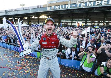 Daniel Abt in Siegerpose / Bildquelle: Audi AG