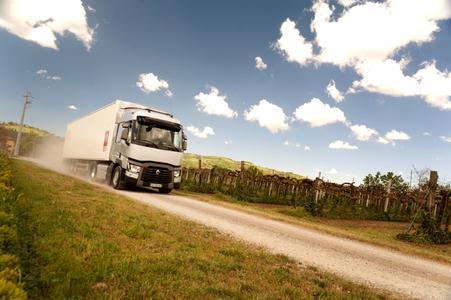 Der Spritsparmeister aus der  Fernverkehrsbaureihe von Renault Trucks ist der Renault Trucks T Sleeper Cab