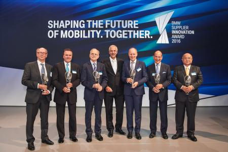 Dr. Klaus Draeger, Board of Management of BMW AG, Purchasing and Supplier Network, together with the award winning executives (from left to right): Thomas Schott (SIEMENS AG), Tony Hankins (Huntsman Polyurethanes), Paul Ricci (Nuance Communications), Dr. Holger Engelmann (Webasto Roof & Components SE), Erwin Doll (Röchling Automotive), Jonghwa Chin (Minth Group Ltd.) / Copyright © BMW Group
