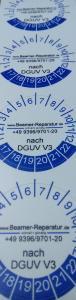 Die Beamerreparatur DGUVV3 Plakette