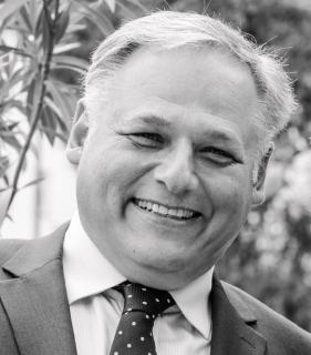 """Frank Schlupp  (Geschäftsführer keytech Süd GmbH) ist  bestrebt,  die  """"Digitalisierung""""  in  den  Mittelstand  zu   bringen.   Einfache   Werkzeuge   mit   überschaubaren   Kosten   und   maximalem Nutzen.  Think Big – Start Small."""