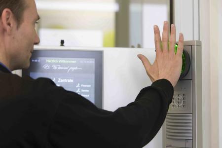 Mit dem PCS Besuchermanagement erhalten Besucher definierte Zutrittsberechtigungen für den Gästeausweis