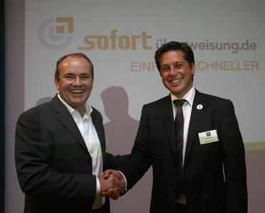 RTL-Spendenmarathon Moderator Wolfram Kons und Payment Network Vorstand Christoph Klein