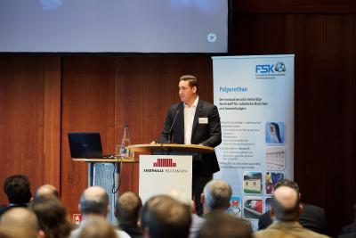 Matthias Rampf, Geschäftsführer der Rampf Holding GmbH & Co. KG, stellte auf der Internationale FSK-Fachtagung Polyurethane 2019 die Rampf-Gruppe vor
