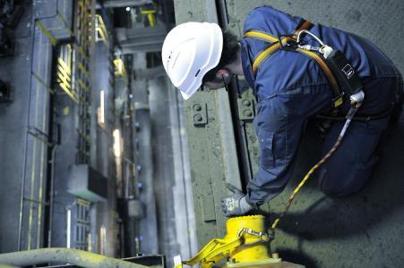"""Arbeitsschutz wird bei der thyssenkrupp Rasselstein GmbH großgeschrieben: WieS hier im Werk Andernach wird auf die Sicherheit und Gesundheit der Beschäftigten in besonderem Maße wert gelegt. Dafür erhielt der Verpackungsstahlhersteller jetzt den Preis """"Schlauer Fuchs"""""""