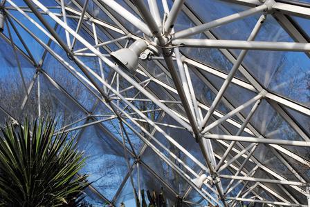 Abb. 3: Im Wüstenklimahaus ist das Duplex-System in fast neuwertigem Zustand. (Foto: G. Pöppe)