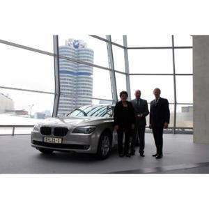 V.l.n.r.: Barbara Stamm, Präsidentin des Bayerischen Landtags; Karsten Engel, BMW Group, Leiter Vertrieb Deutschland; Christoph von Tschirschnitz, BMW Group, Leiter Vertrieb an Direktabnehmer
