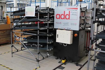 """FTS im Einsatz im Leuchtenwerk Dornbirn der Zumtobel Group, Österreich: Das """"add-Fahrzeug"""" (automated driverless delivery) fährt ein Regal an / Bildquelle: Zumtobel Group"""