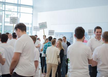 """Auch in diesem Jahr kamen wieder zahlreiche interessierte Besucher zum WAGO """"Tag der Ausbildung"""""""