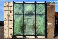 """Seit 2018 ist die Sälzer GmbH """"part of Schüco"""". Sälzer Produkte sind ein- und ausbruchhemmend, durchschusshemmend und sogar sprengwirkungshemmend, wie diese Fassade nach einem Sprengtest mit 500 kg zeigt / Bildnachweis: Sälzer GmbH"""
