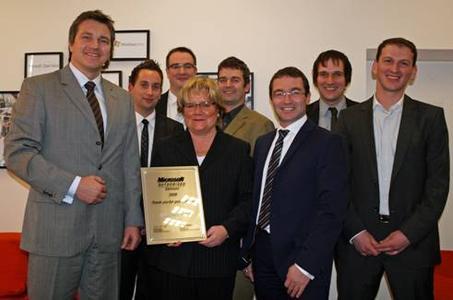 Übergabe des Awards in Soest (vlnr): Thomas Schenk, Thorsten Oevel, Tobias Nagel und Bärbel Schm