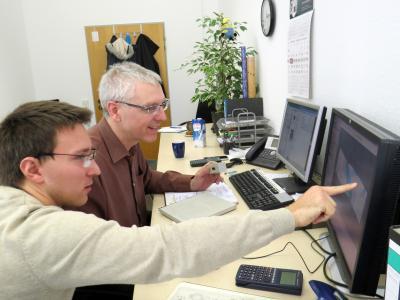 Bernd Epperlein und Dr. Daniel Franitza (v. l.) haben sich auf die technische Berechnung zur Unterstützung von Konstruktionsprozessen spezialisiert. Die Simulationstechnik bietet viele Vorteile beim Einsatz mit Technischen Textilien