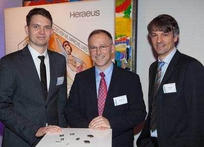 Best Heraeus Product Innovation 2015: Dr. Robert Dittmer, Jens Trötzschel and Ulrich Hausch (from the left) from Heraeus Medical Components convinced the jury at the Heraeus Innovation Award 2015 with the CerMet technology