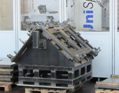 Gemeinsam entwickelt: Teilweise hydraulisch unterstützte, automatische Spannvorrichtung für vorhandene Grundaufnahmen.