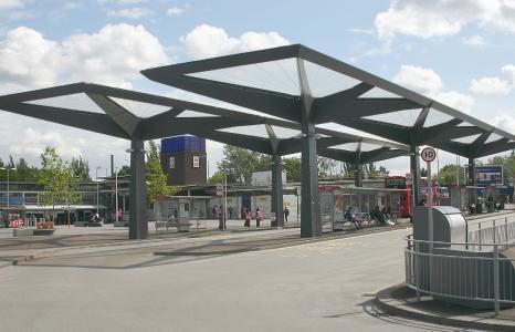 ETFE Tottenham: Schirme bestehend aus rund 860 sqm ETFE Foliendach schützen die Fahrgäste vor Niederschlägen. Die hochtransparenten Folien aus 3M Dyneon ETFE lassen dabei mehr als 95 Prozent des Lichts passieren (Copyright: David Kemp)
