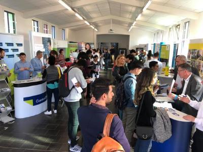 Großen Interesse an der FiKom, der Firmenkontaktmesse der Hochschule Kaiserslautern am Campus Zweibrücken