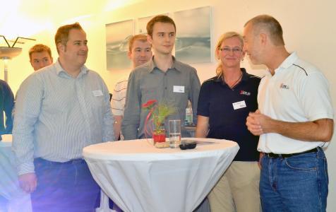 Matthias Albrecht und Silke Tomuseit im Gespräch mit Studenten