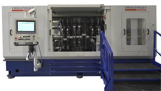 Horizontal belt finishing machine from Thielenhaus Microfinish for machining truck crankshafts Picture: Thielenhaus Technologies GmbH