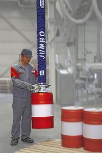 Vakuum-Schlauchheber JumboSprint, ausgerüstet mit einem Rundsauggreifer zur ergonomischen Handhabung von Fässern bis 40 kg Gewicht.