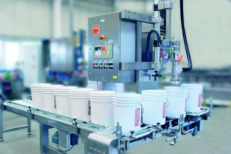 Typ 34 - a fully automatic Plug & Fill system for the filling of liquid and pasty products in buckets and canisters
