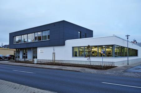 Syslogic in Dresden – der Neubau beinhaltet eine Halle mit moderner Fertigungsstraße, ein Lager sowie einen Bürotrakt. Insgesamt verfügt der Neubau über eine Nutzfläche von 1000m2