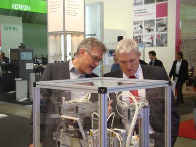 Geschäftsführer Michael Neubauer (r.i.B.) und Vertriebsleiter Hansjörg Kistler
