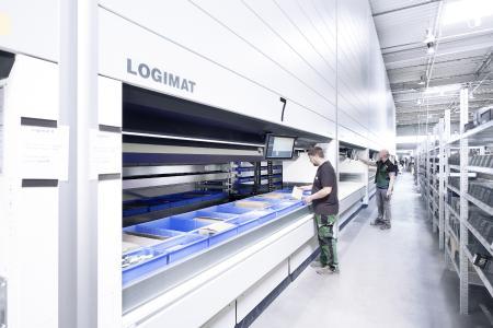 Platzsparendes Kleinteillager und Komissioniersystem- der Lagerlift LOGIMAT
