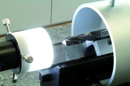 Mit der hochauflösenden Kamera in Verbindung mit der bedienerfreundlichen Software lassen sich Werkzeuggeometrien komfortabel und präzise vermessen