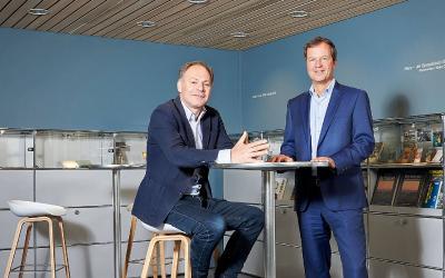 Roger Seifritz (re.) und Peter Schwarzenbach von der schweizerischen Reisekasse (Reka) im Interview mit IT-MITTELSTAND.