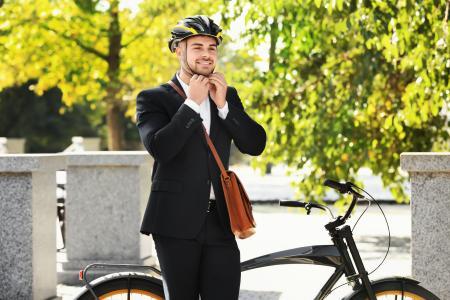 Nachhaltig zur Arbeit fahren / Foto: Africa Studio/Shutterstock