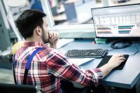 Kennzahlen und Auswertungen sind für Produktionsleiter von großer Bedeutung, denn sie dienen als Entscheidungsgrundlage / Bildquelle: MPDV, Adobe Stock, nd3000