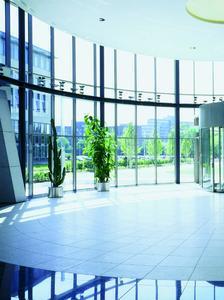 3M Sonnenschutzfolien reduzieren hohe Kühllasten und senken Energiekosten, Foto: 3M