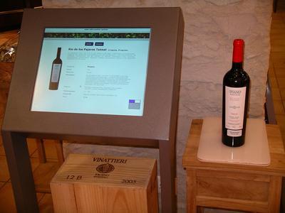 RFID-Terminal mit Wein_300dpi
