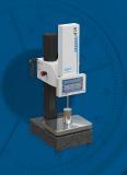 Der manuell verstellbare inkrementale Feintaster IKF100D mit integrierter Anzeigeeinheit eignet sich bestens für den Einsatz in Laboren