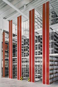 Optimale Raumnutzung: Die mehrgeschossige Bauweise der Steckregale erhöht die Lagerkapazität bei gleicher Grundfläche.