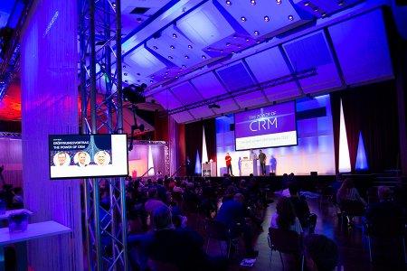 Der CURSOR-Vorstand eröffnet den CRM-Kongress 2021. Von links nach rechts: Thomas Rühl (Vorstandsvorsitzender), Jürgen Heidak (Vorstand Software und Beratung), Andreas Lange (Vorstand Vertrieb).
