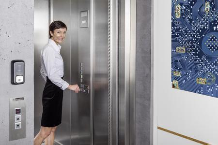 CLIQ ist vielseitig einsetzbar: vom Einfahrtstor eines Firmengeländes über die Briefkastenanlage, den Fahrstuhl bis zum Aktenschrank / Foto: ASSA ABLOY Sicherheitstechnik GmbH