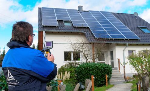 Prüfung Photovoltaikanlage auf dem Dach