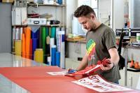 Neu gegründete Betriebe im Schilder- und Lichtreklamehersteller-Handwerk unterliegen seit Februar wieder der Meisterpflicht (Foto: www.amh-online.de)